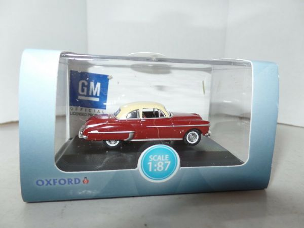 Oxford USA 87OR50001 OR50001 1/87 HO Oldsmobile Rocket 88 50 Chariot Red Cream